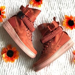 Nike SF Air Force 1 shoe boots busty peach size 7